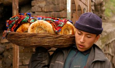 KYRGYZ REPUBLIC: Recovering from Crisis and Strengthening the Financial Sector
